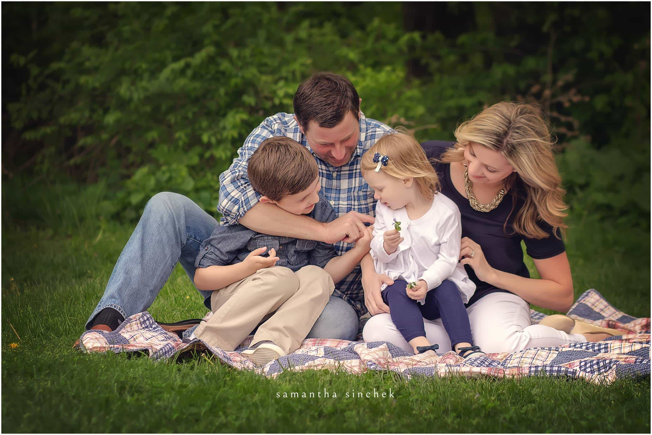 young family interacts at mini photo session with samantha sinchek photography