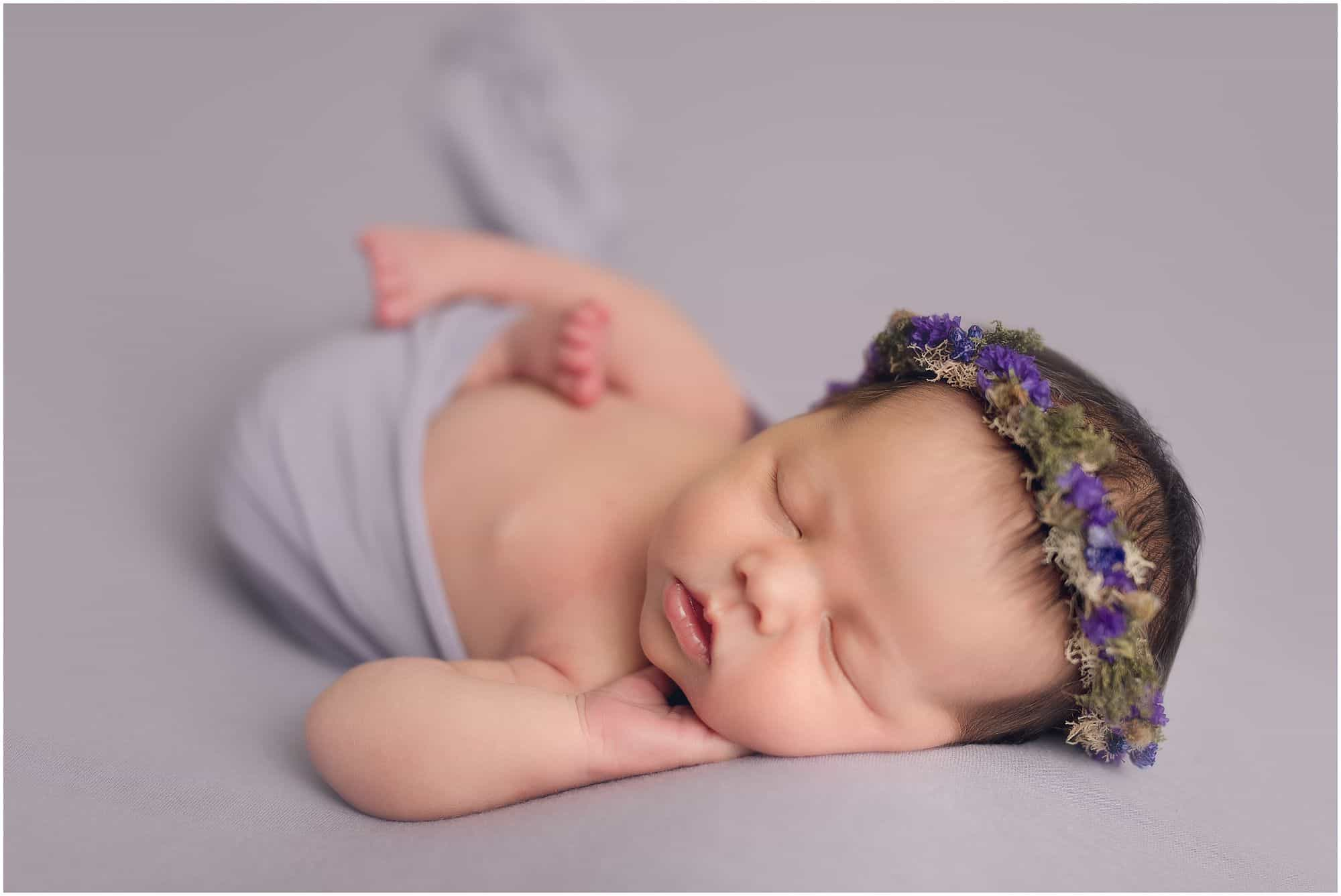 top rated cincinnati newborn photographer Samantha sinchek captures baby girl at her loveland ohio studio