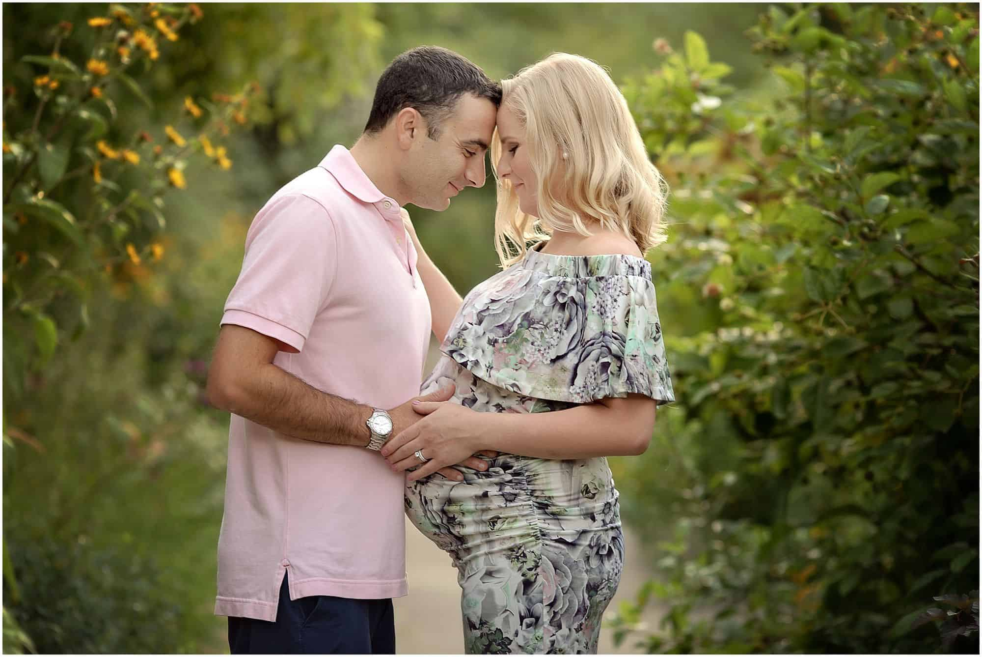 cincinnati maternity photographer at ault park with Samantha sinchek gorgeous sunset maternity pictures