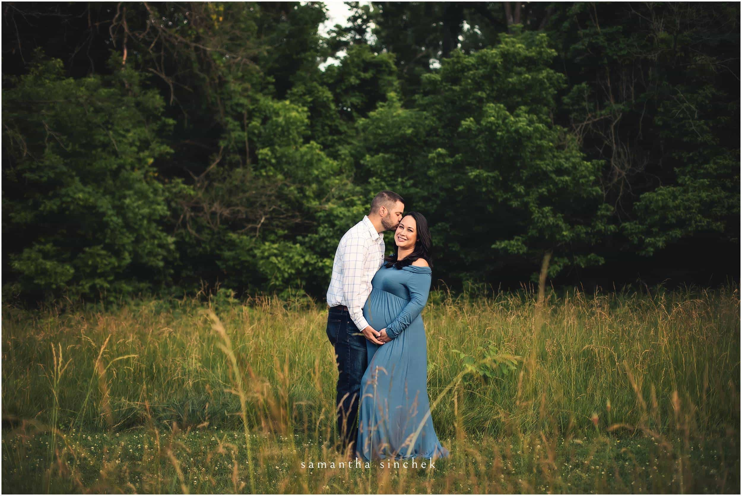 father kisses mother on the head at sharon woods in cincinnati ohio with samantha sinchek photography