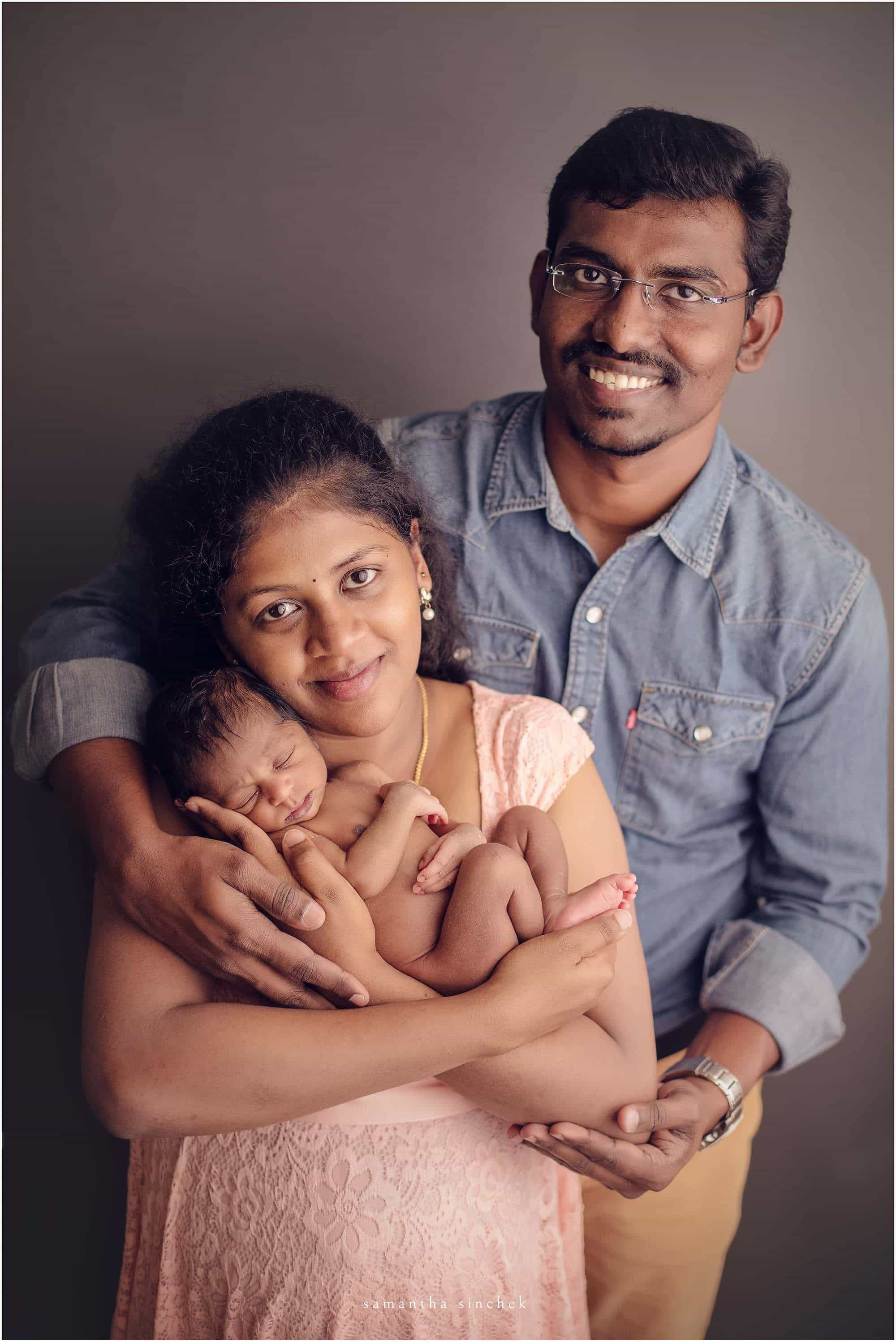 young family poses with newborn at samantha sinchek photography of cincinnati
