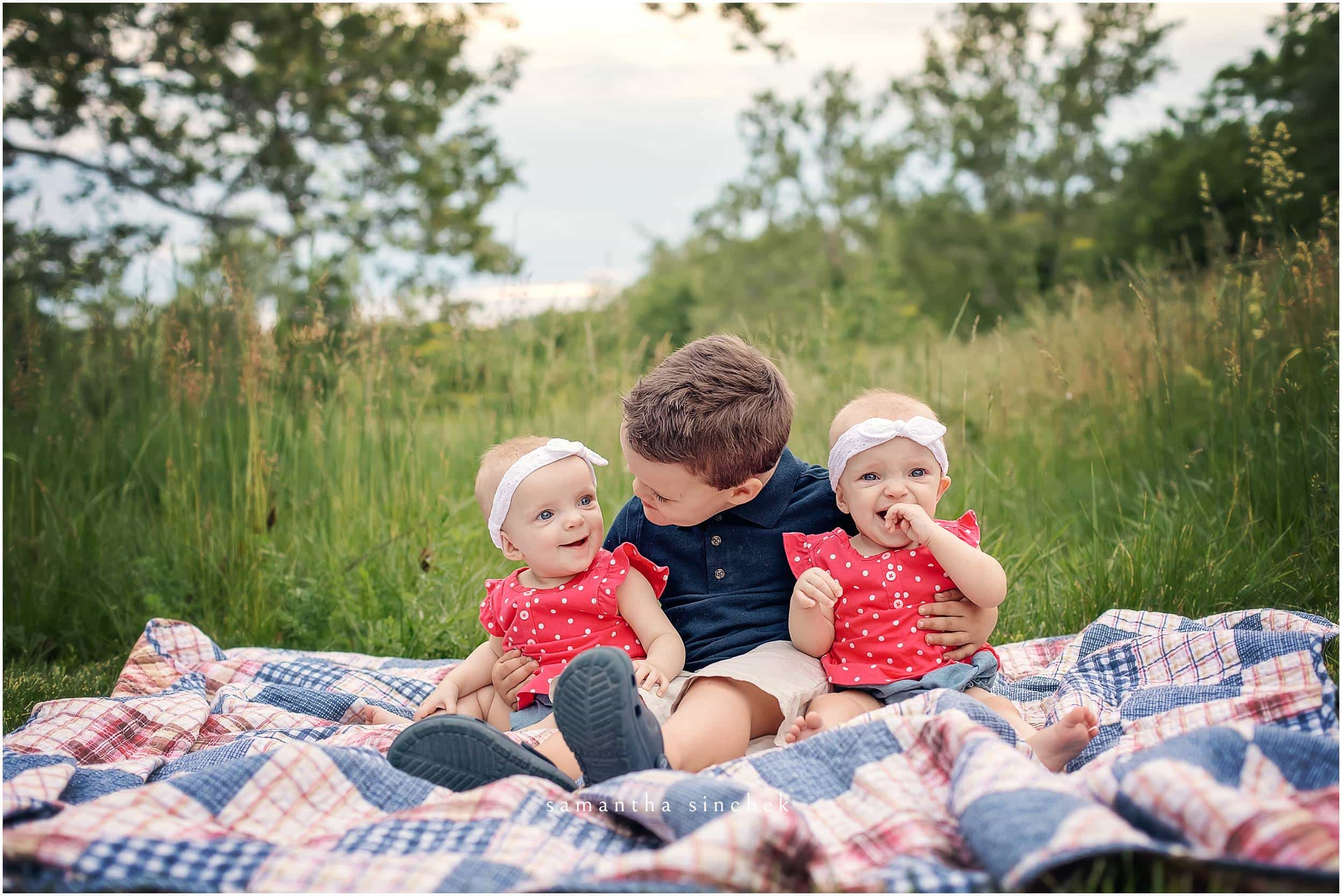 twin girls sit with big brother at glenwood gardens with samantha sinchek photography