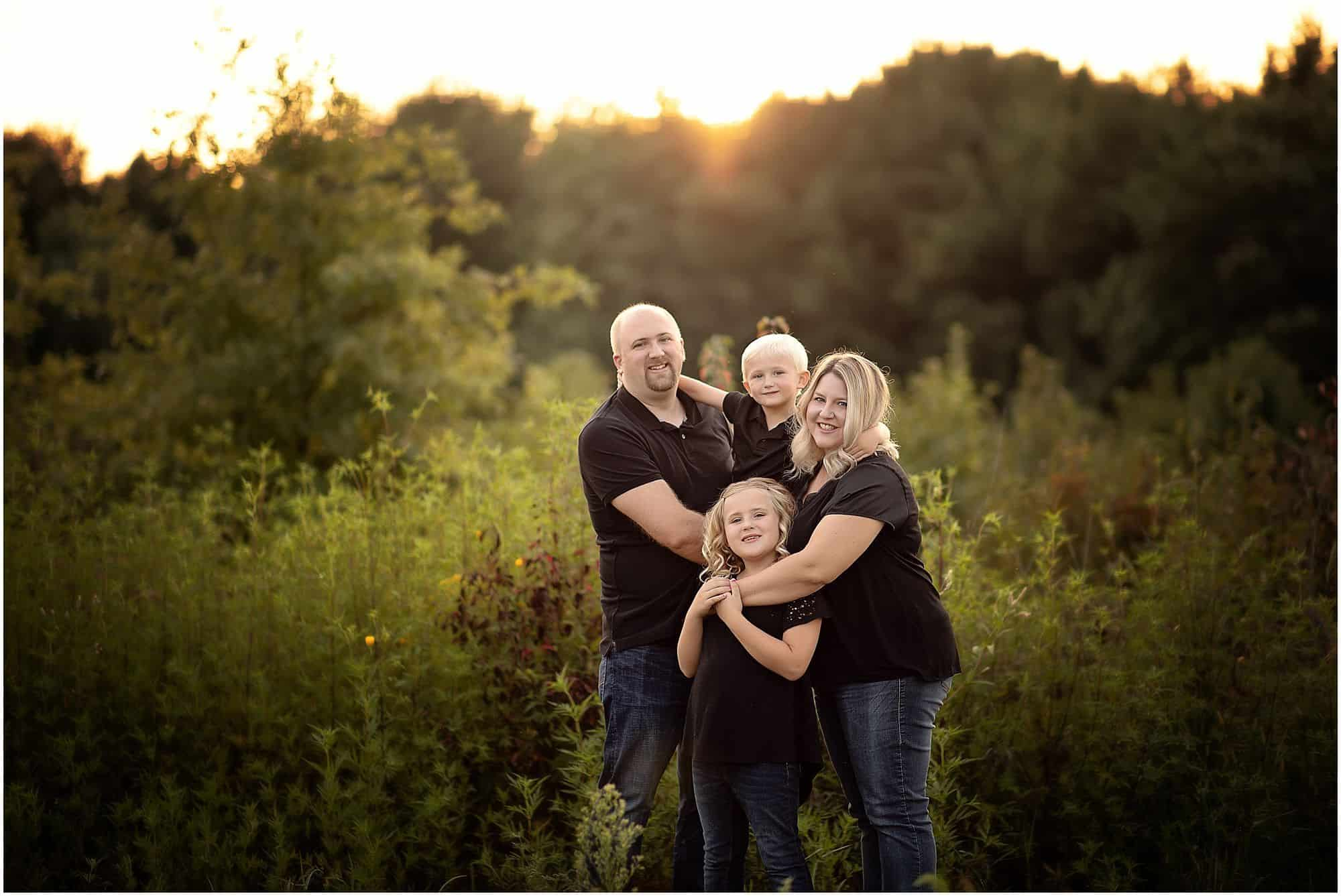 beautiful family session at summit park in blue ash, ohio with Samantha Sinchek photography
