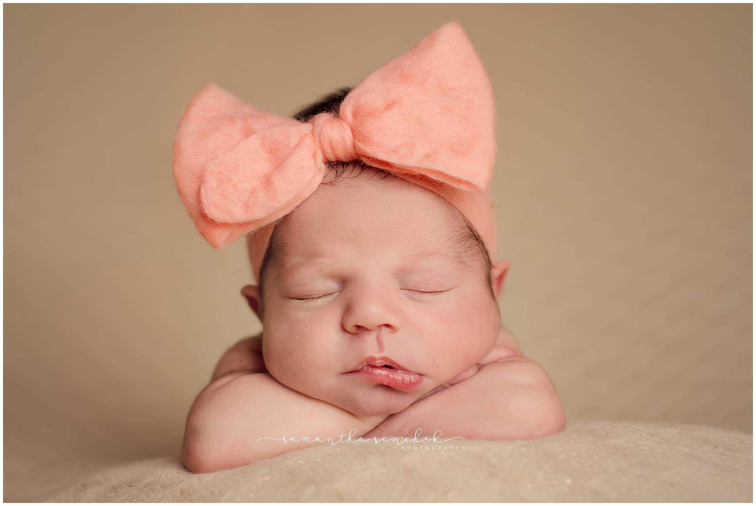 best cincinnati newborn photographer captures sleeping newborn at her reading home
