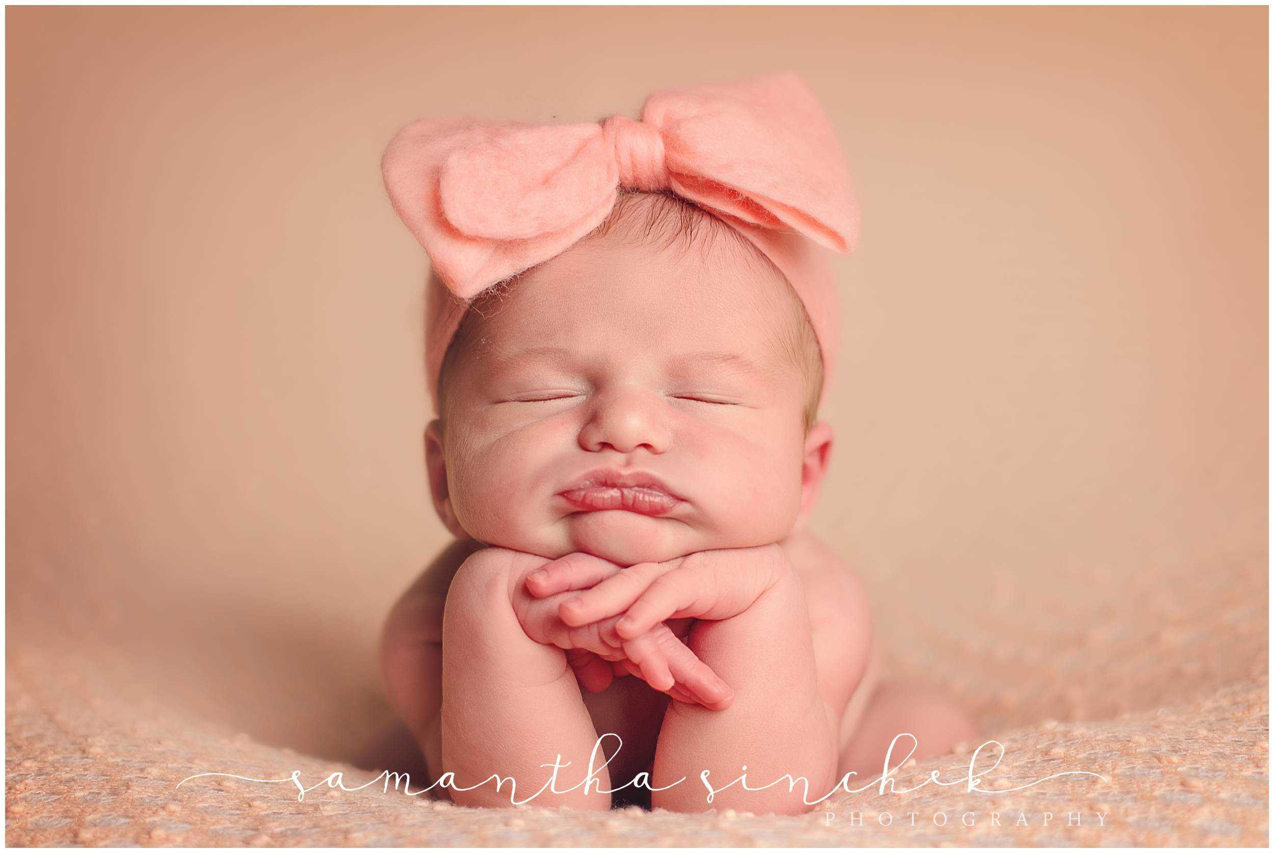 premier cincinnati newborn baby photographer posed session at samantha sinchek photography