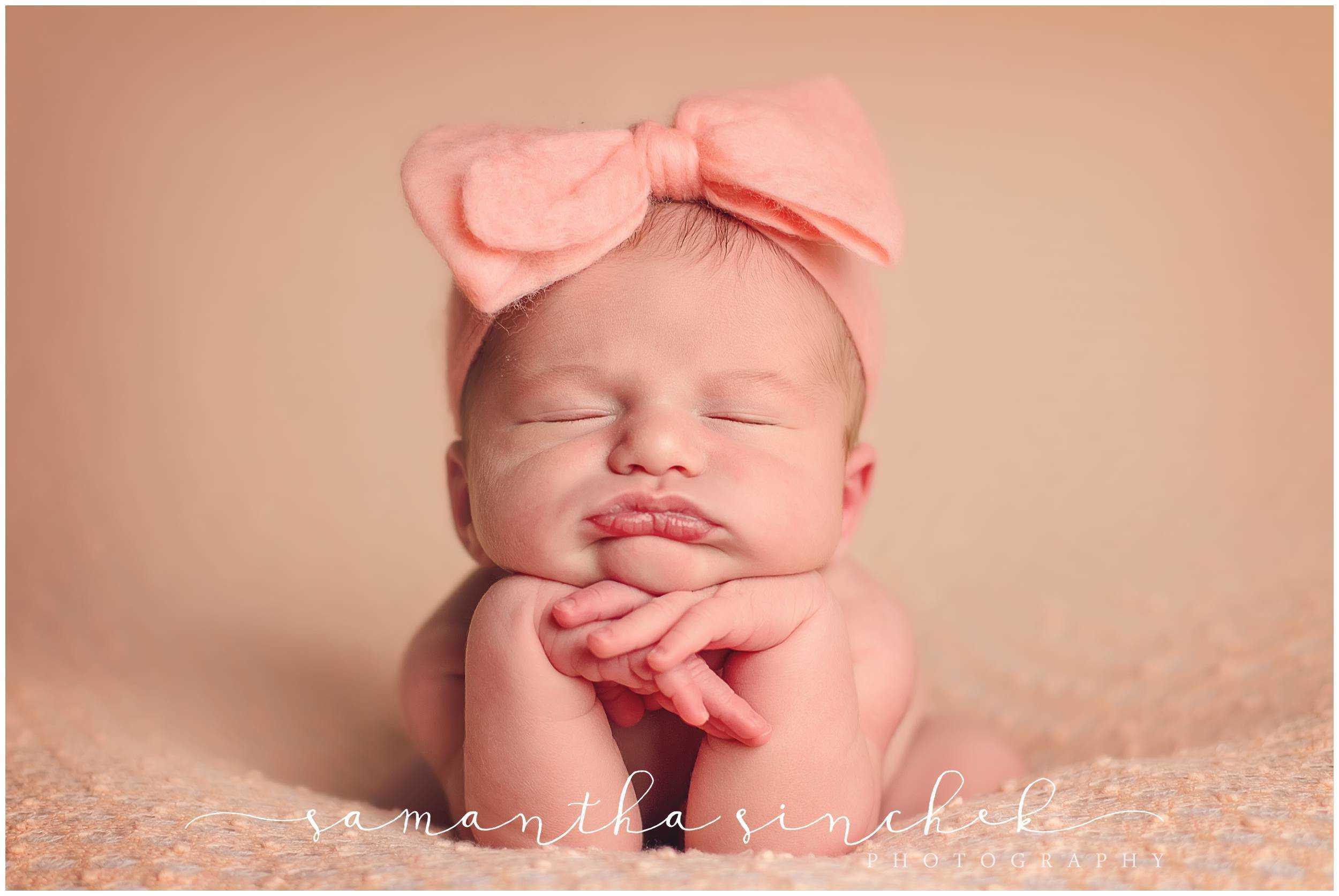 premier cincinnati newborn baby photographer posed session at samantha sinchek photography