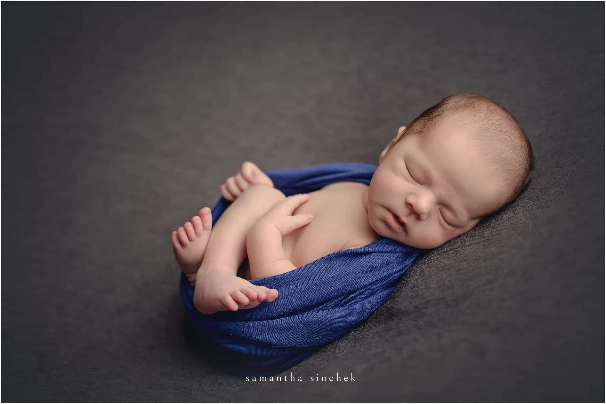 baby boy sleeps at samantha sinchek photography, cincinnati newborn photographer