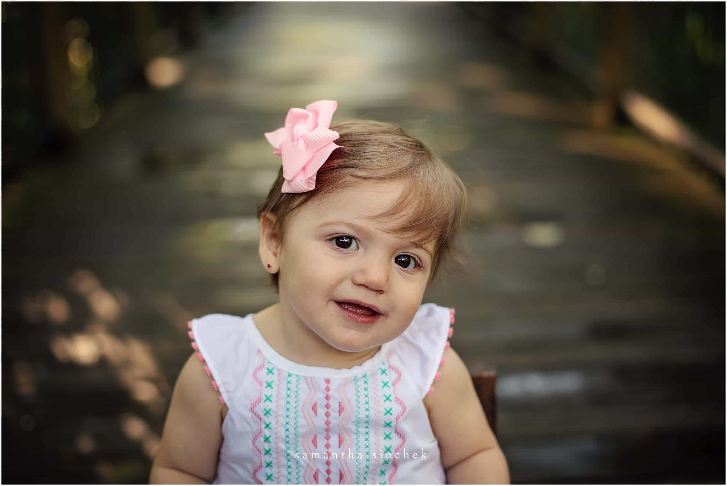 one year old girl cake smash at sharon woods with cincinnati photographer Samantha Sinchek