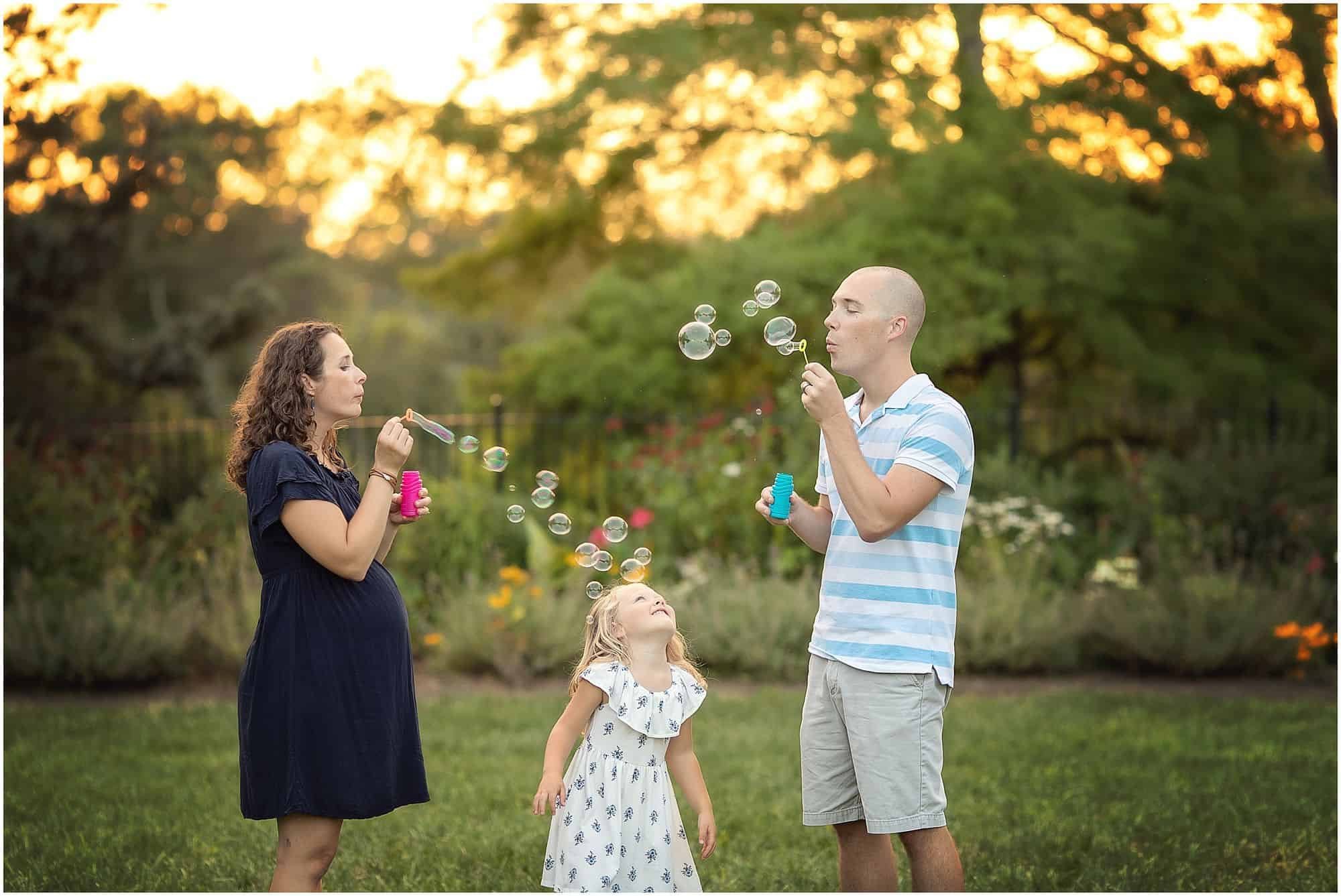 maternity photography at ault park in cincinnati Ohio with Samantha sinchek photography
